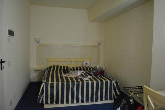 Hotel Deco: Habitación