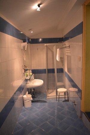 Hotel Deco: Baño