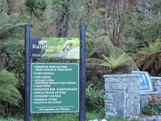 Rainforest Retreat: Entrance