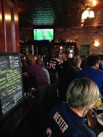 J. J. Foley's Cafe : The Patriots won the game!