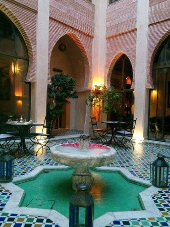 Riad le Perroquet Bleu : Un des riad, aussi beau de jour que de nuit
