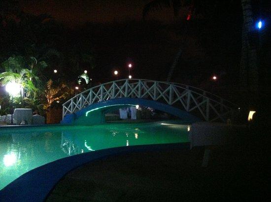 Hotel le Wafou: A la nuit tombée, magnifique!!!