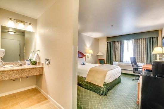 Baymont Inn & Suites Bellingham : Standard Single Queen Bathroom