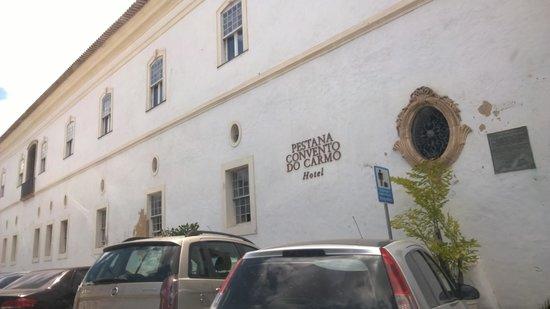 Pestana Convento do Carmo : Вид с улицы
