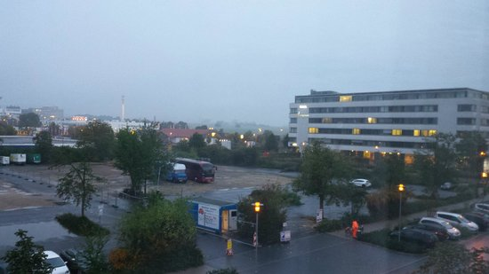 Mercure Hotel Frankfurt Eschborn Ost: View from the window 3