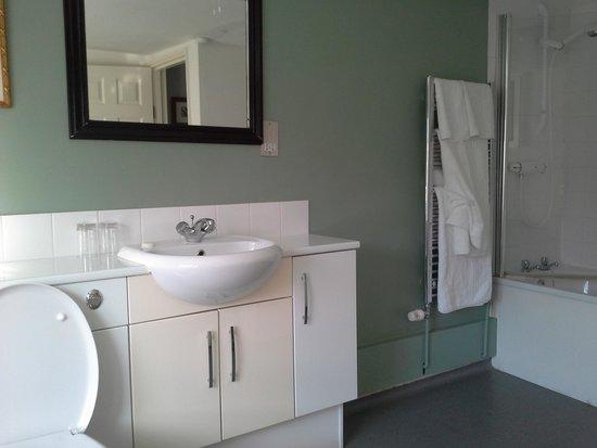 The Bell Hotel: spacious bathroom