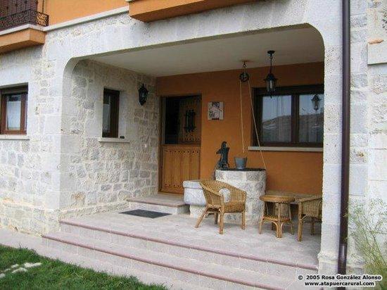 Porche con el brocal del pozo picture of casa rural el - Casas con porche ...