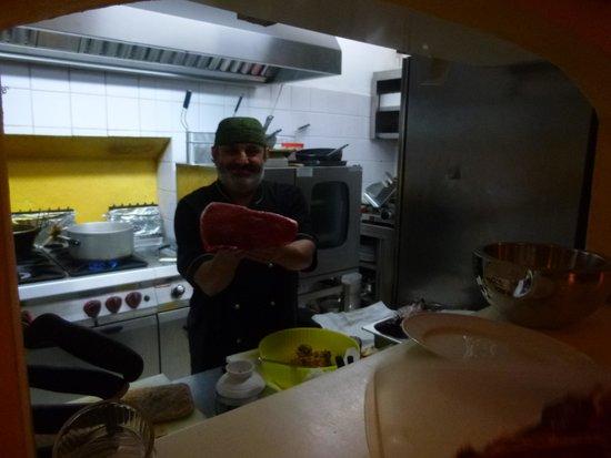 Osteria del Galletto: Some meat with chef