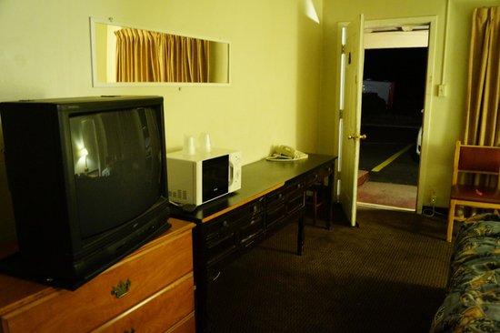 Wonderland Motel: Room
