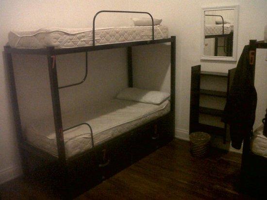 Ideal Social Hostel: Habitacion de 8