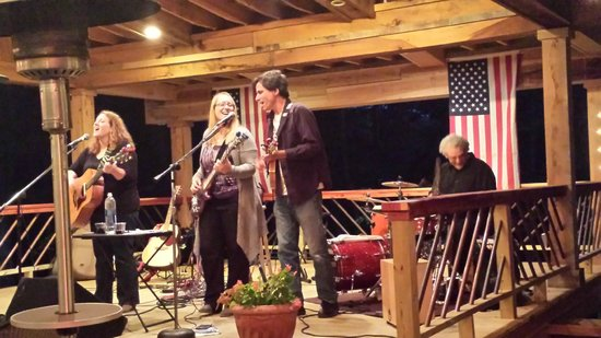 Hampshire, TN: The RedWine Effect working their magic