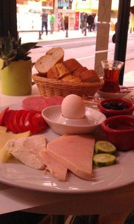 Blu Hotel Istanbul: Breakfast at th eHotel