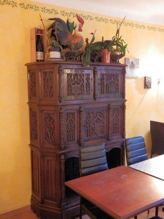 Hotel Le Clement V: Шкаф в обеденной комнате