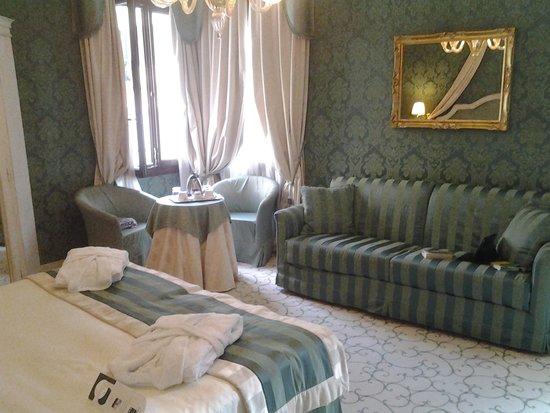 UNA Hotel Venezia: the comfy sofa