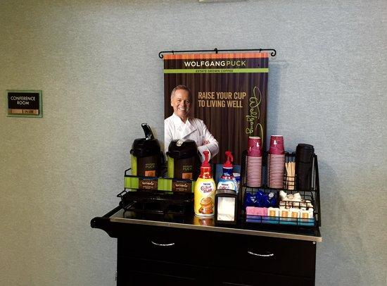 Boarders Inn and Suites Ashland City, TN: Lobby Coffee