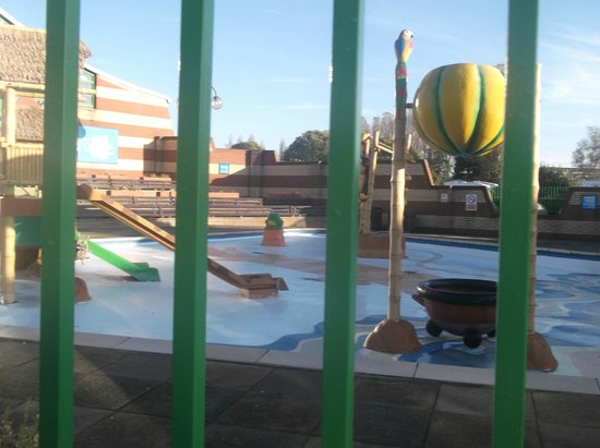 Osprey twin room picture of vauxhall holiday park great - Great yarmouth swimming pool times ...