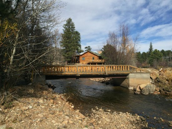 Rockmount Cottages & Cabins: A Bridge Not too Far