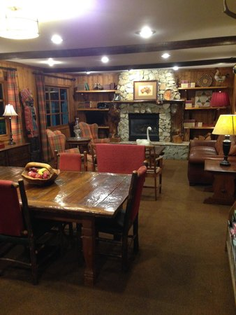 Ayres Lodge Alpine : Lobby  area.