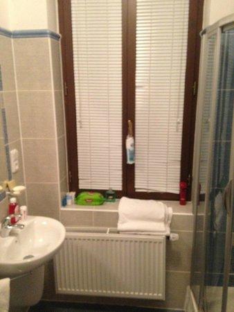 Arkada Hotel Praha: ванная