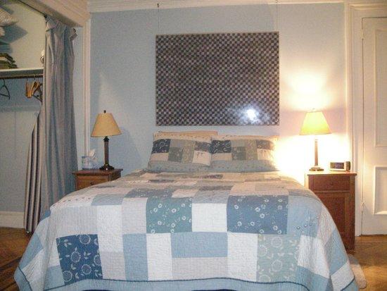 Dupuy's Landing Guest House: comoda cama