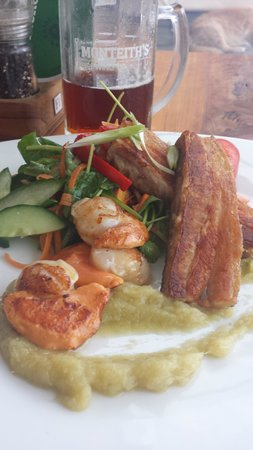 Alfresco's Restaurant and Bar: scallops and pork belly, Just stunning!