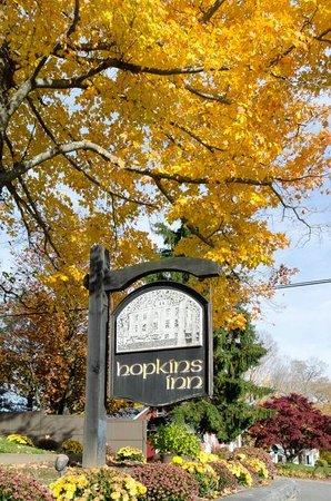 New Preston, CT: Fall colors at Hopkins Inn