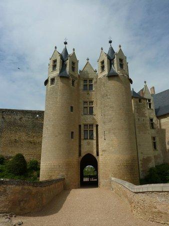 Chateau de Montreuil-Bellay: L'entrée du Château de Montreuil-Bellay