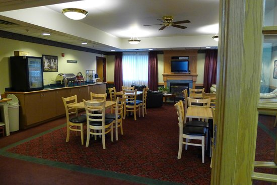 Dollinger's Inn & Suites: Breakfast / Tea Coffee area