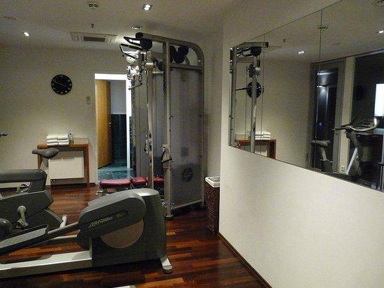 cosmo hotel berlin mitte mini fitnessraum