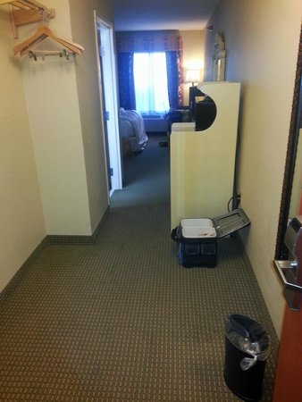 BEST WESTERN PLUS Bass Hotel & Suites: Entrance to the room ..