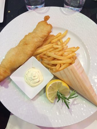L'Atelier Renault Cafe: Nice fish and chips