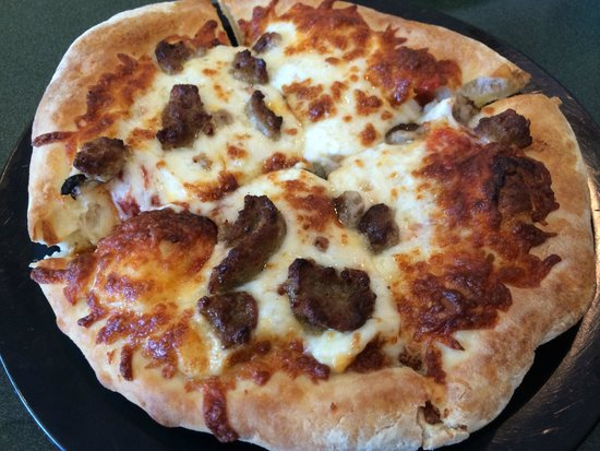 Pan Personal Pizza Picture Of Round Table Pizza Kihei TripAdvisor - Round table delivery fee
