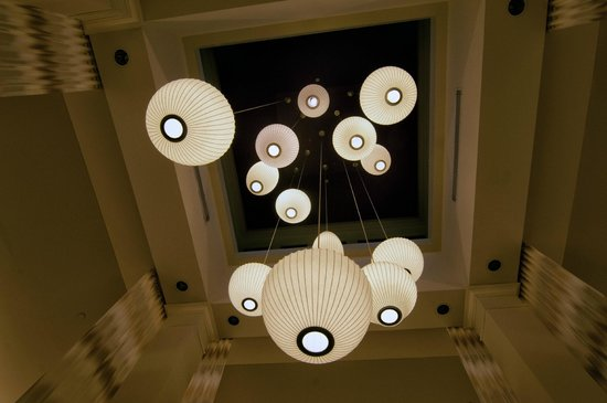 Hilton Garden Inn Sarasota - Bradenton Airport: Lobby Lighting