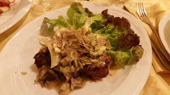 Il Ronco: Filetto ai funghi porcini con scaglie di tartufo bianco