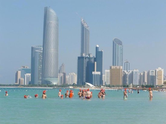Abu Dhabi, United Arab Emirates: Christmas Day at Corniche Beach