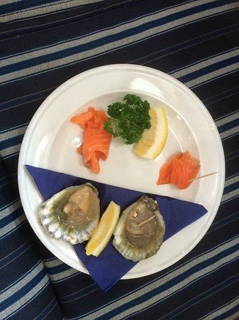 Seafood Odyssea Cruise: Fresh oysters and smoked salmon