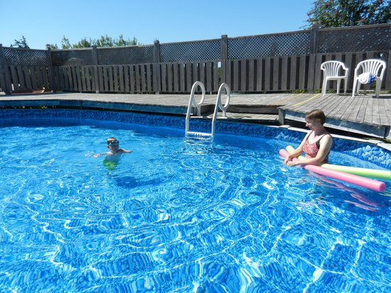 Red Rock  Retreat Cottages and Campground: Pool