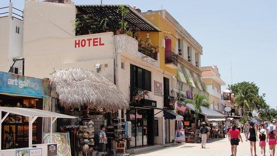 Hotel Pension San Juan: à gauche la Pension san Juan