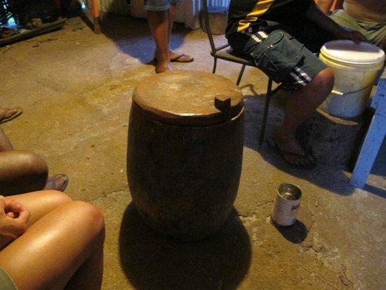 Atiu, Islas Cook: The Tumu Nu (Coconut Trunk)