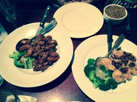 Great Wall Chinese & Shiro Sushi Bar: Sesame Chicken and a wonderful dish .... Honey Glazed Walnut Shrimp