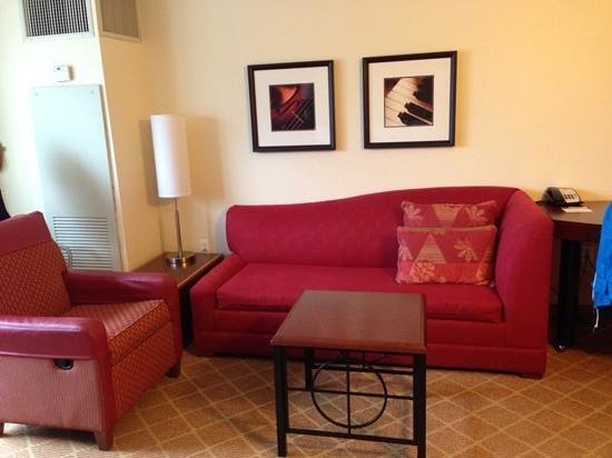 Residence Inn Chicago Downtown/River North: sitting area Room 2414