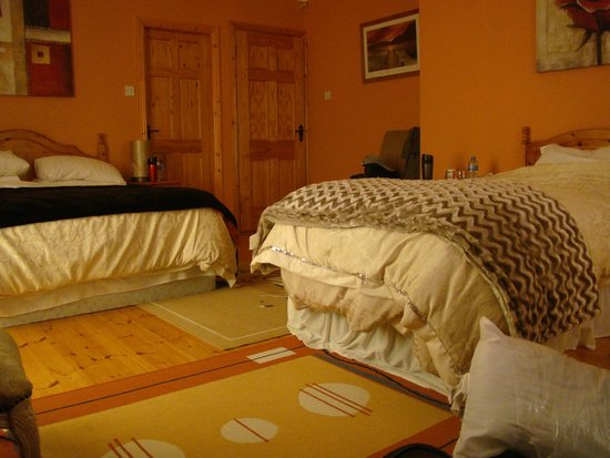 Newlands Lodge: Bedroom (2 beds)