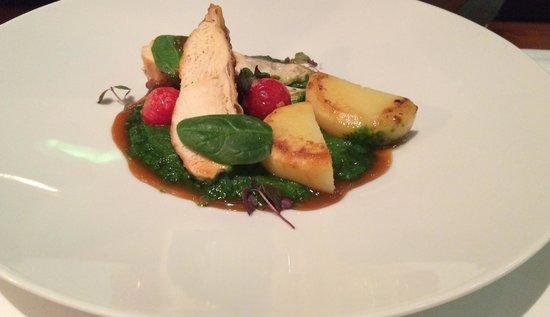 Le Grill Restaurant : corn fed chicken, potato confit, spinach & cherry tomatoes