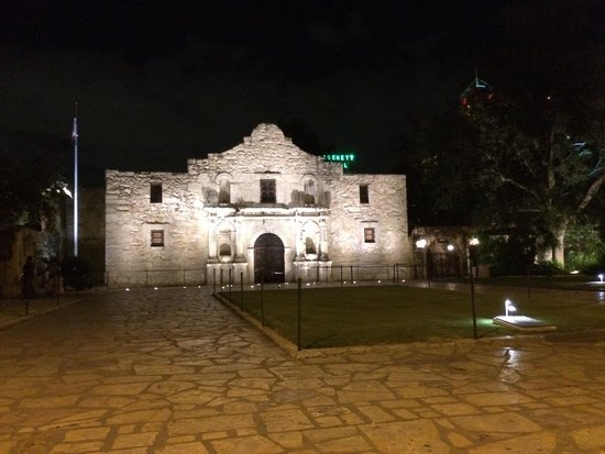 Alamo Plaza: .