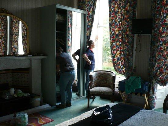 Mingalar: La chambre dont on ne voit qu'une petite partie.