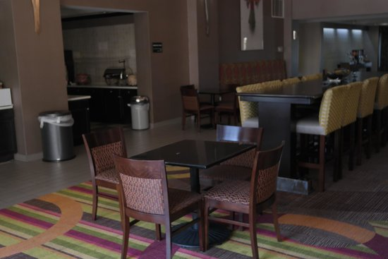 Hampton Inn & Suites Tulsa-Woodland Hills 71st-Memorial: Dining Area