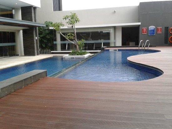 Aston Jambi Hotel & Conference Center : Swimming Pool