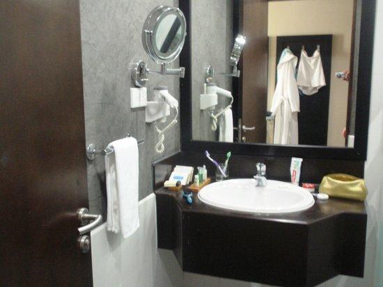 Mangrove Hotel by Bin Majid Hotels & Resort: наша ванная