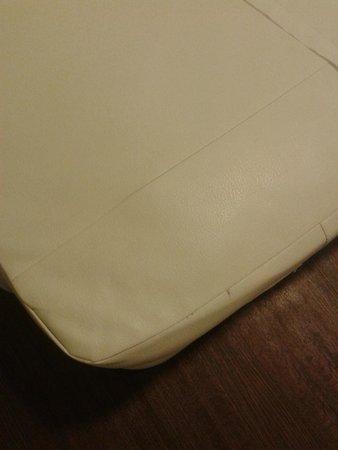Hotel 81 Lucky: Plastic mattress