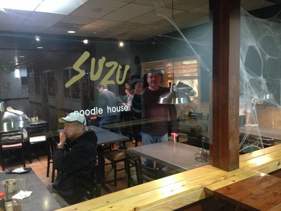 Suzu Noodle House : Outside view